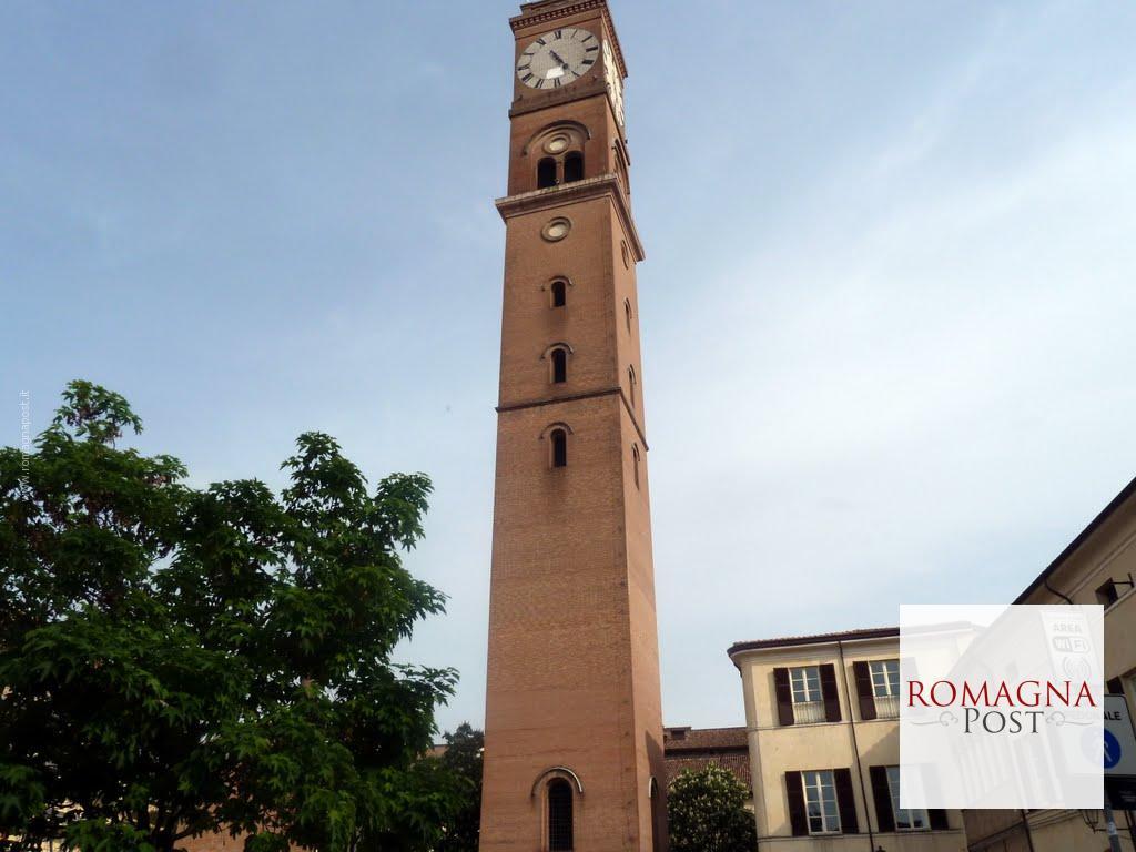 Piazza Della Misura Forli.Proiettare Sotto La Torre A Cura Del Foto Cine Club Forli Romagna